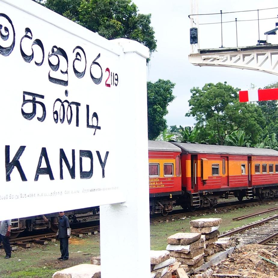 Sri Lanka Travel Blog train in station