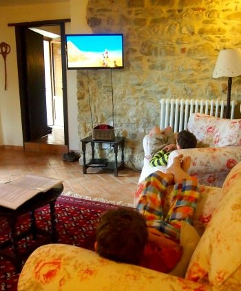 Child friendly villa in Umbria with TV. World Travel Family blog