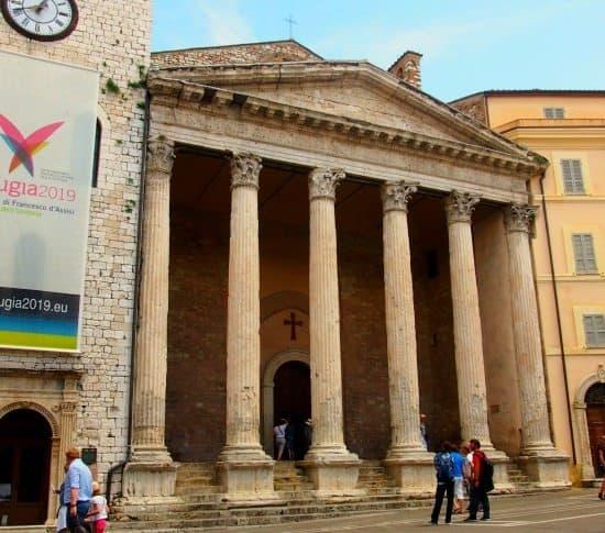 Minerva Temple  Roman Assisi. World Travel Family blog