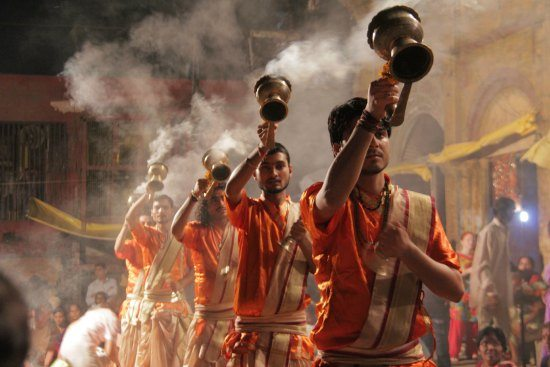 5 Unmissable Places in North India .Varanassi, ceremony on the Ganges