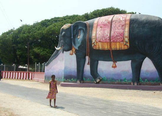 THings to do in Jaffna. A giant elephant and a small girl. Jaffna's island temples.