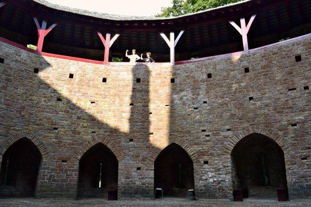 castell-coch-courtyard