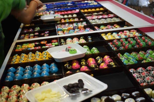 sweets and desserts at amphawa floating market, great fr kids