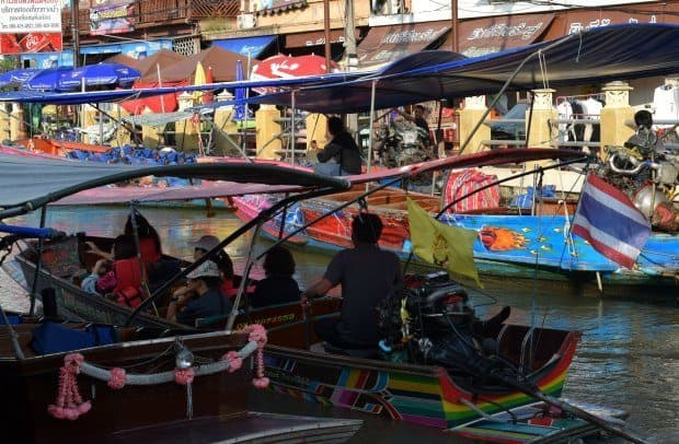 amphawa-floating-market-tourist-boat.
