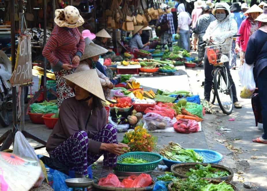Living-in-Hoi-An-Shopping-at-Hoi-An-Market.