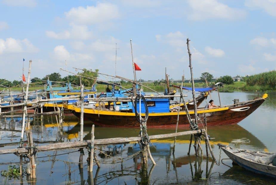 Living in Hoi An cycling in hoi an fishing boats