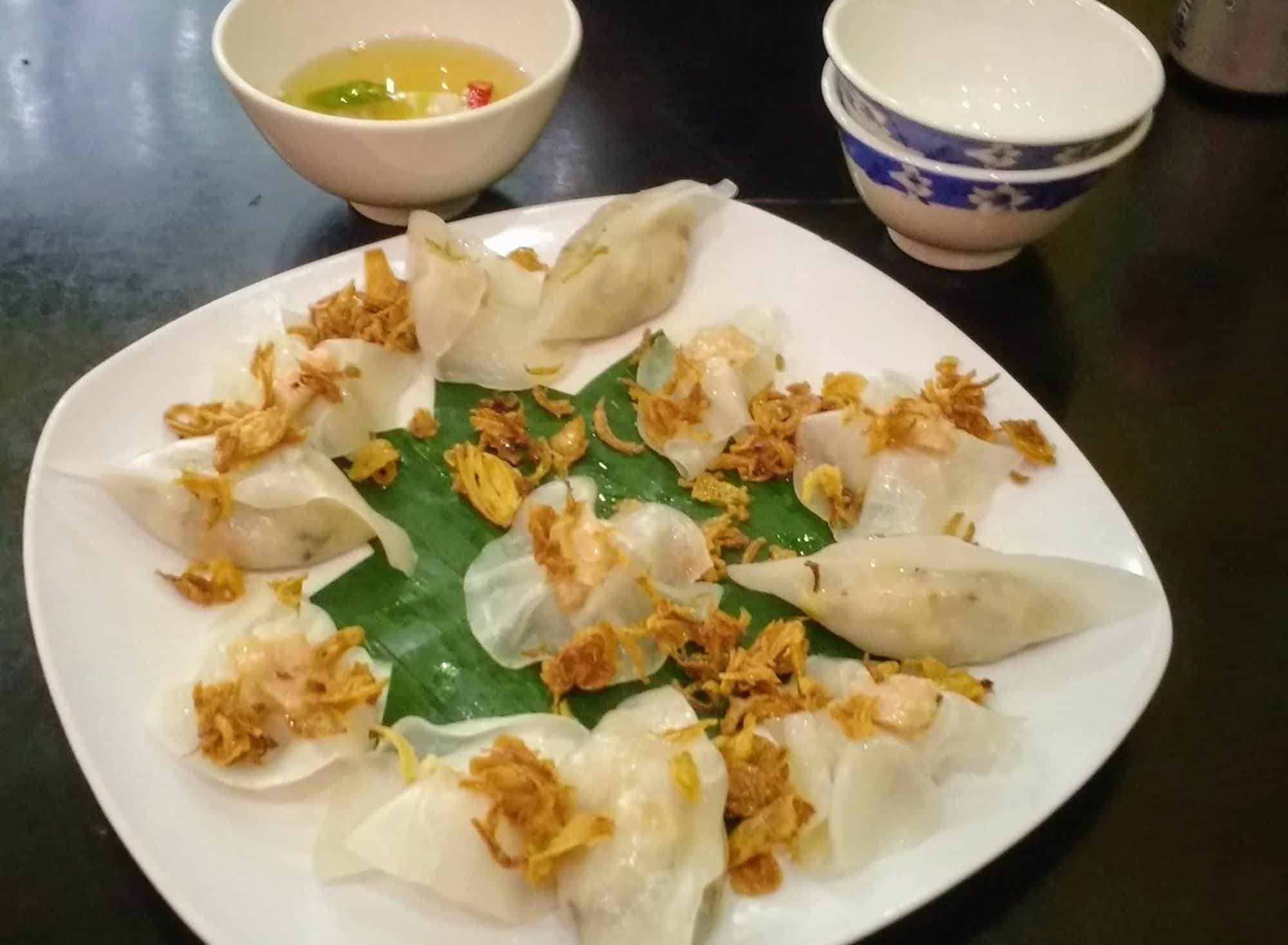 Best foods in Hoi An. White rose dumplings
