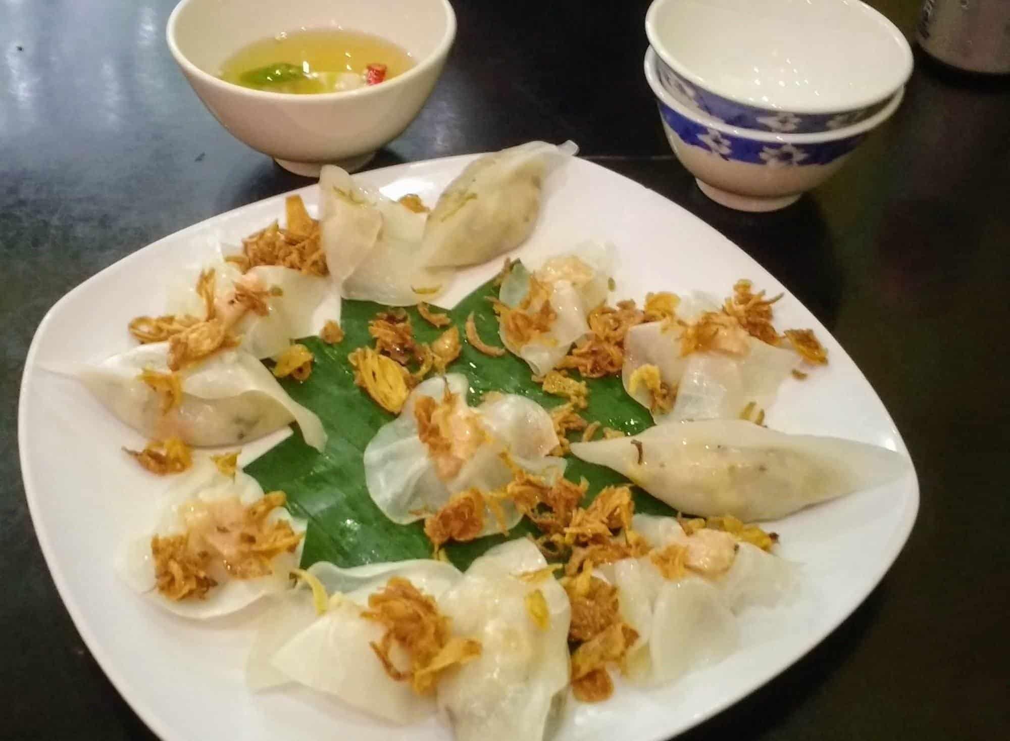 Best foods in Hoi An. White rose dumplings