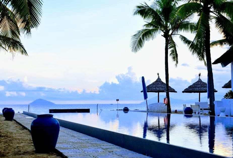 Vietnam Sunrise Resort Hoi An Infinity Pool.