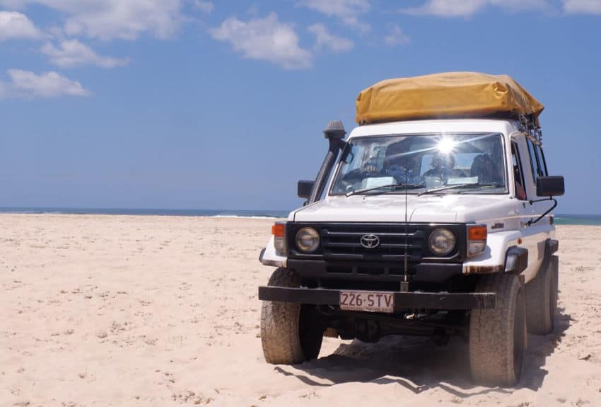 Fraser Island 4 wheel drive tour. Things to do on Fraser Island