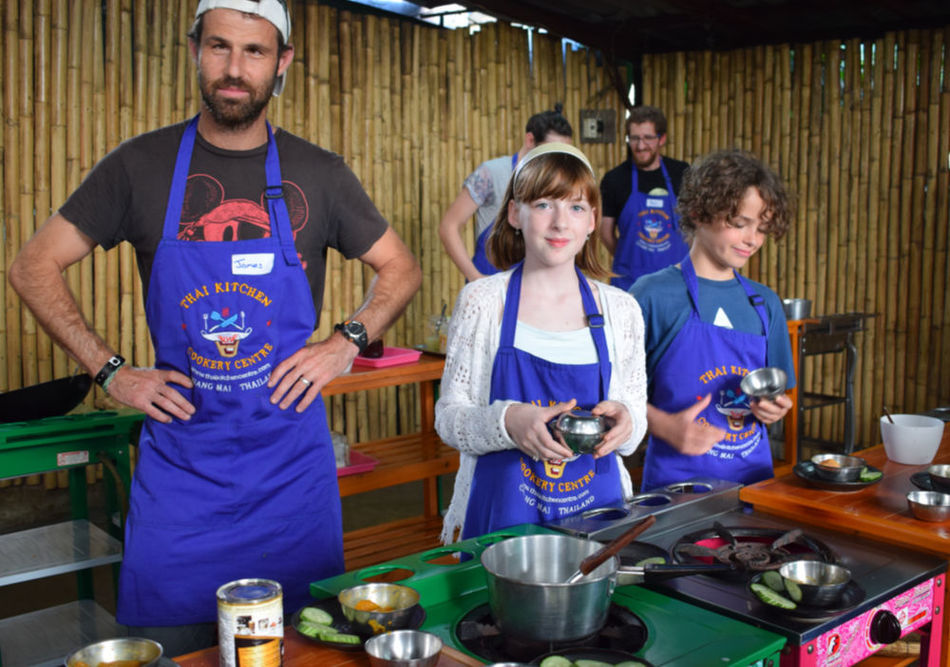 Cooking class in Thailand with kids family gap year