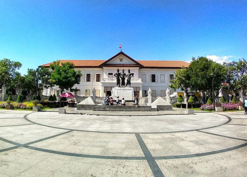 three kings monument square chiang mai