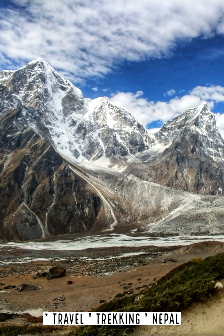 "珠穆朗玛峰大本营Trek Loboche Dingboche尼泊尔"" data-lazy-src ="" https://worldtravelfamily.com/wp-content/uploads/2019/09/Everest-Base-Camp-Trek-Loboche-Dingboche-Nepal-200x300.jpg"