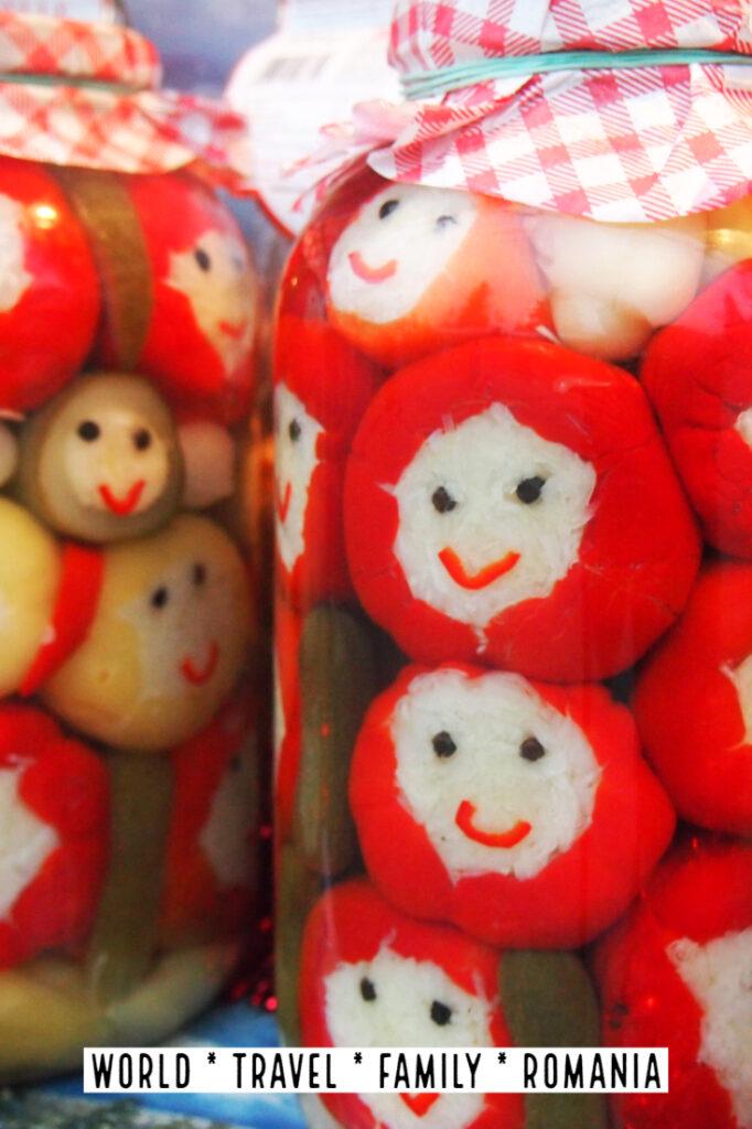 "罗马尼亚的圣诞节传统罗马尼亚的圣诞节市场"" class ="" wp-image-40813"" srcset ="" https://worldtravelfamily.com/wp-content/uploads/2019/09/Romanian-Christmas-Traditions-Christmas-Markets-in- Romania-682x1024.jpg 682w,https://worldtravelfamily.com/wp-content/uploads/2019/09/Romanian-Christmas-Traditions-Christmas-Markets-in-Romania-200x300.jpg 200w,https:// worldtravelfamily。 com / wp-content / uploads / 2019/09 / Romanian-Christmas-Traditions-Christmas-Markets-in-Romania.jpg 735w"" size =""(max-width:682px)100vw,682px"