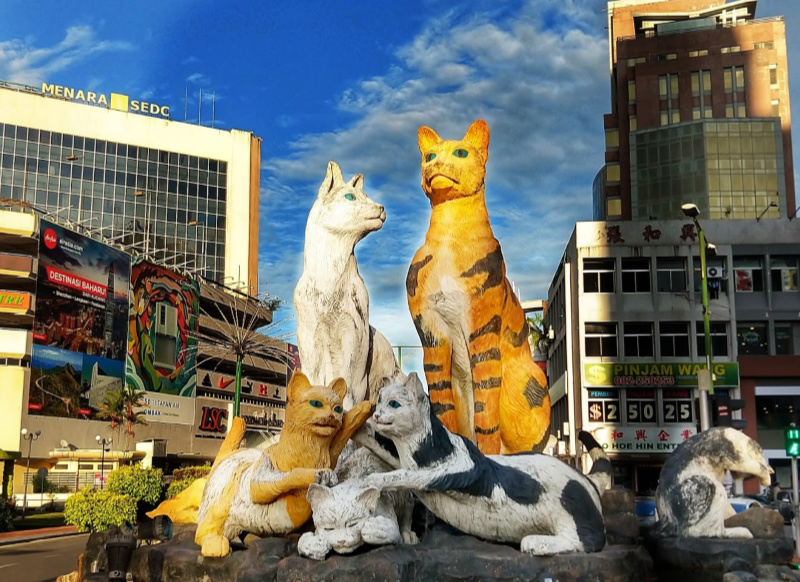 Family of Cats in Cat City Kuching. Statue in modern KuchingCat statues kuching. Things to see in Kuching