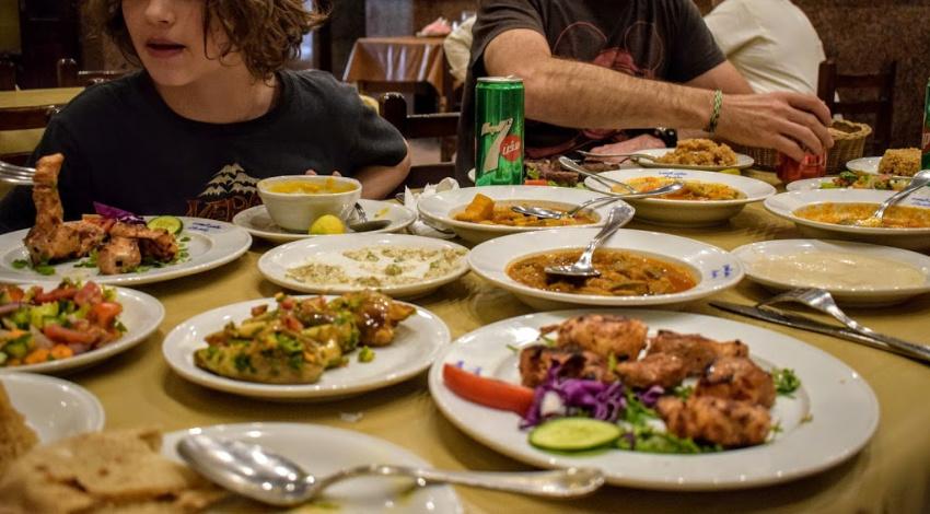"""埃及的食物Egyptiam Meze典型的"""" class ="""" wp-image-43191"""" srcset ="""" https://worldtravelfamily.com/wp-content/uploads/2019/12/Food-in-Egypt-Egyptiam-Meze-Typical-Food .jpg 850w,https://worldtravelfamily.com/wp-content/uploads/2019/12/Food-in-Egypt-Egyptiam-Meze-Typical-Food-300x166.jpg 300w,https://worldtravelfamily.com/wp -content / uploads / 2019/12 / Food-in-Egypt-Egyptiam-Meze-Typical-Food-768x425.jpg 768w,https://worldtravelfamily.com/wp-content/uploads/2019/12/Food-in- Egypt-Egyptiam-Meze-Typical-Food-360x200.jpg 360w,https://worldtravelfamily.com/wp-content/uploads/2019/12/Food-in-Egypt-Egyptiam-Meze-Typical-Food-735x406.jpg 735w"""" size =""""(最大宽度:850px)100vw,850px"""