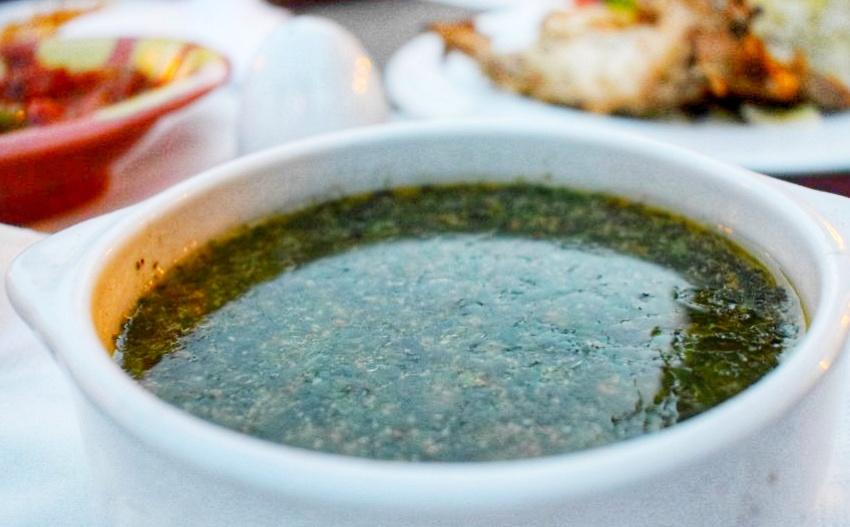 """一碗Mulukhiya绿色泥汤埃及埃及食物"""" class ="""" wp-image-43017"""" srcset ="""" https://worldtravelfamily.com/wp-content/uploads/2019/12/Mulukhiya-Green-slime-soup- Egypt-Food-in-Egypt.jpg 850w,https://worldtravelfamily.com/wp-content/uploads/2019/12/Mulukhiya-Green-slime-soup-Egypt-Food-in-Egypt-300x186.jpg 300w, https://worldtravelfamily.com/wp-content/uploads/2019/12/Mulukhiya-Green-slime-soup-Egypt-Food-in-Egypt-768x476.jpg 768w,https://worldtravelfamily.com/wp-content /uploads/2019/12/Mulukhiya-Green-slime-soup-Egypt-Food-in-Egypt-735x456.jpg 735w"""" size =""""(max-width:850px)100vw,850px"""