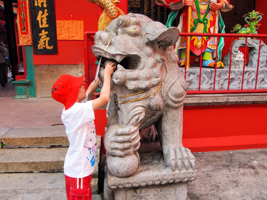 Chinese Temples in Kuala Lumpur With Kids