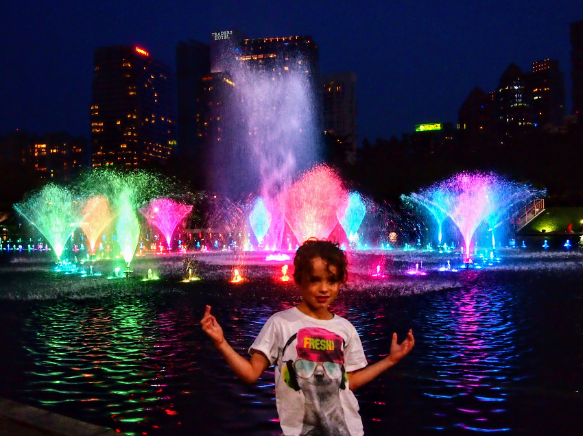 Fountain show at Petronas Towers Kuala Lumpur suitable for kids