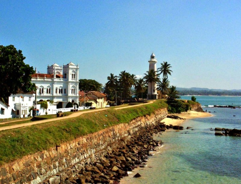 How to get to Galle from Colombo. Galle Lighthouse and beach.