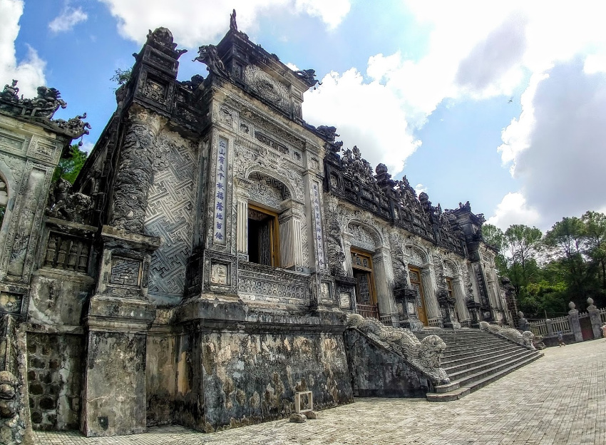 Hue Vietnam - the royal tombs - origins on bun bo hue