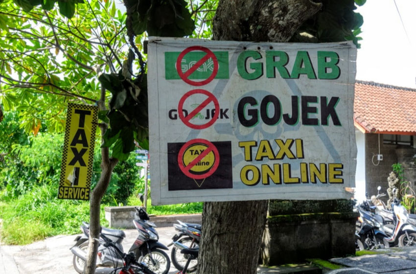 Bali Transportation - Taxi Grab Uber Banned