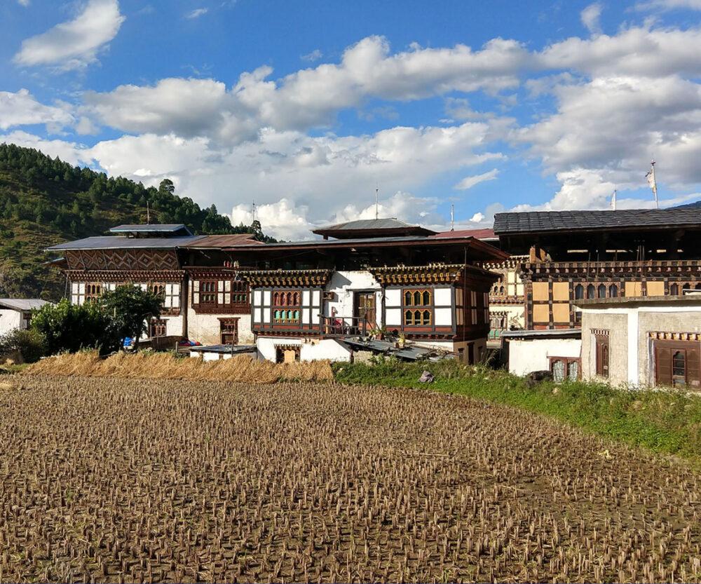 walking to chime lhakang bhutan